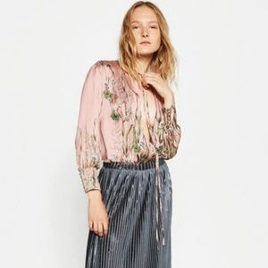 Zara Pleated Metallic skirt in large